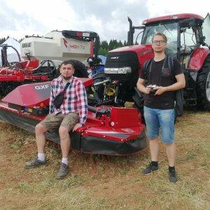 Гостей выставки заинтересовала комбинация трактора и косилки