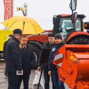 Демонстрация Кун на выставке в Кирове