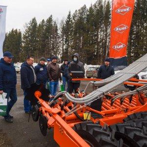 Механизаторов заинтересовала оборудования для посева Kuhn Espro 6000